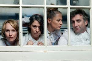 """Beatrice Murmann inszeniert Oscar Wildes: """" Bunbury - Ernst sein ist alles """" im ehem. Stadtbad Steglitz, Premiere 22. November 2012."""